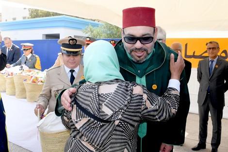 """الملك يطلق النسخة الـ20 لـ""""قفة رمضان"""" من حي شعبي بالرباط ! - زنقة 20"""